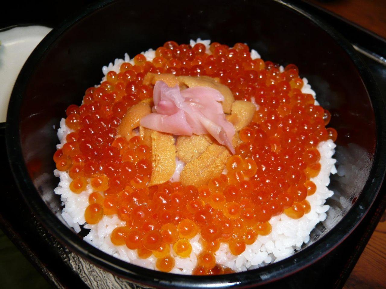 ウニ・イクラ丼850円(伊勢海老のお汁付き)