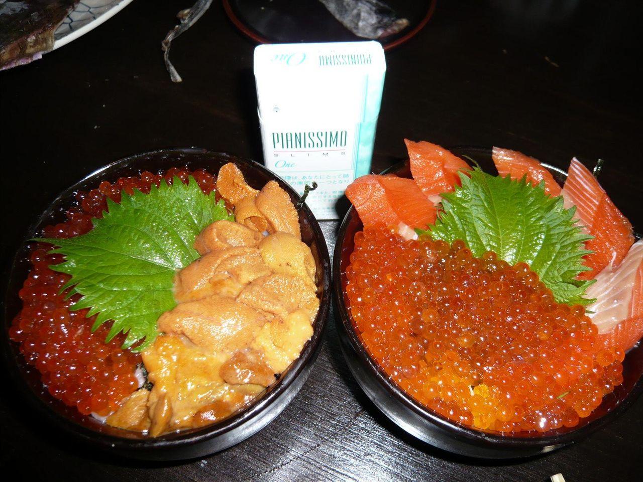 ウニ・イクラ丼2,400円、鮭イクラ親子丼1,600円