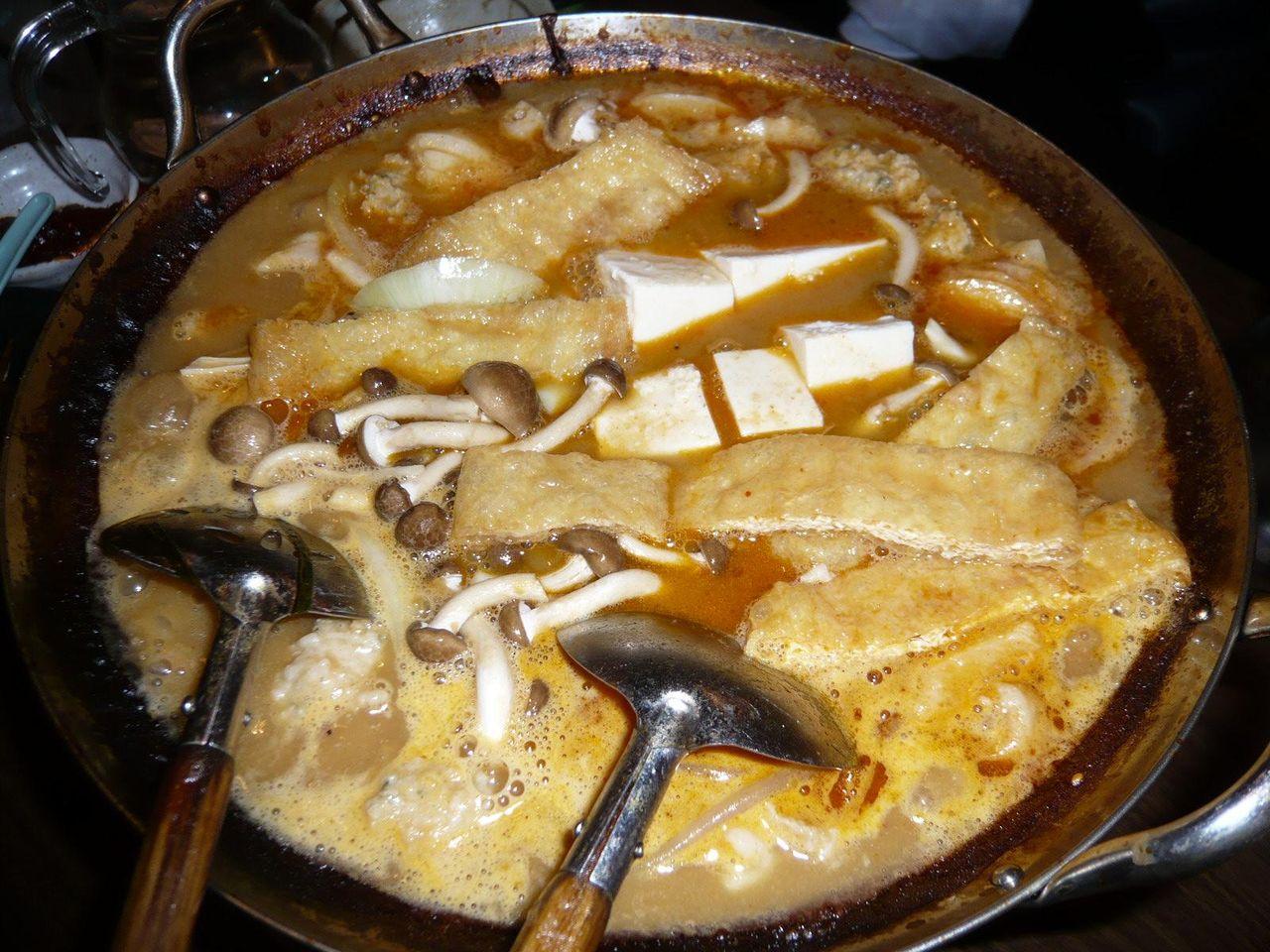 カプサイシンと具を追加すれば、ピリ辛鍋の出来上がり!