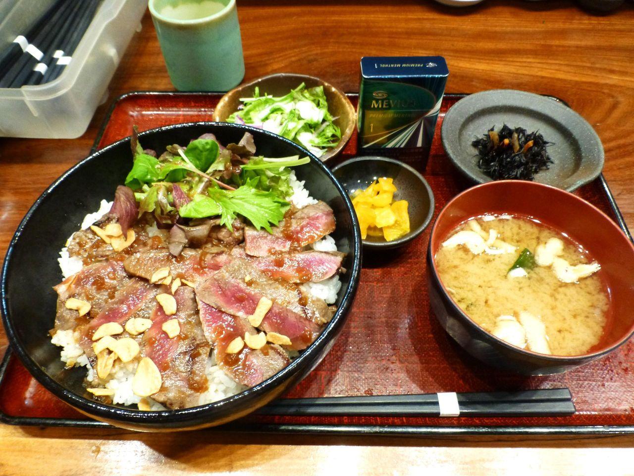 ステーキ丼(大盛)1,000円