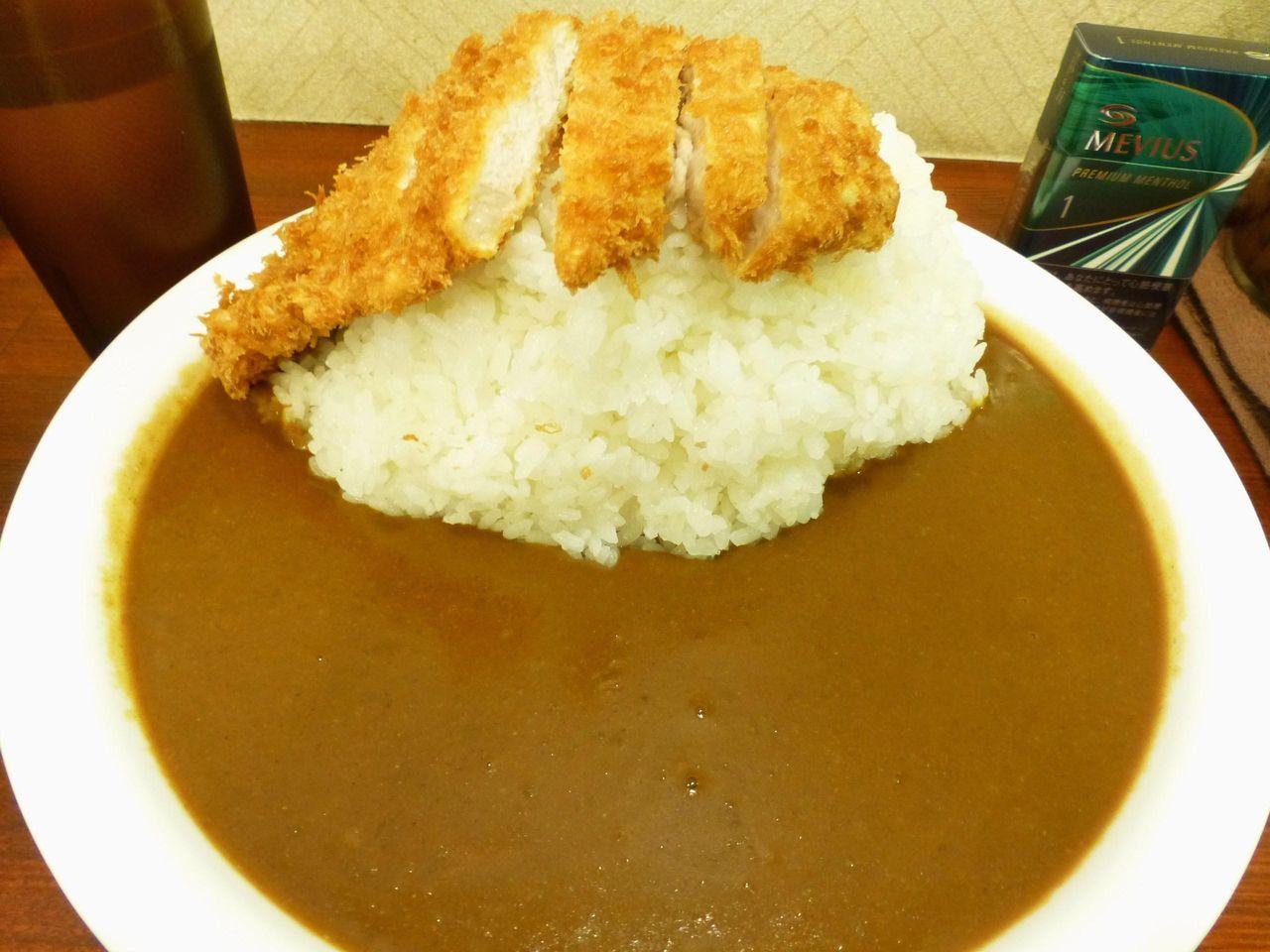 うわ〜デカッ!ロースカツカレー(トリプル大盛)850円