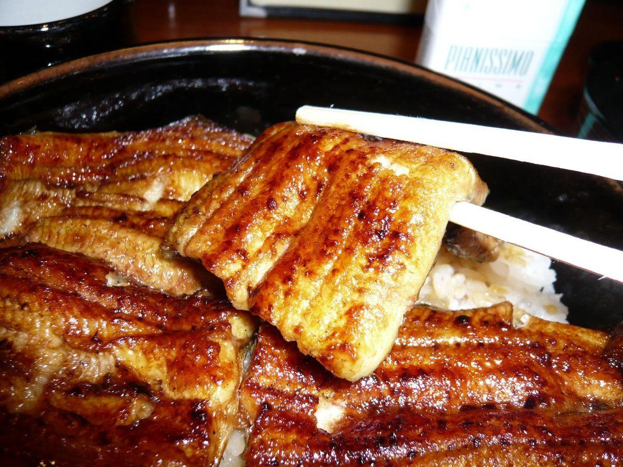 紀州備長炭で香ばしく焼き上げた鰻!