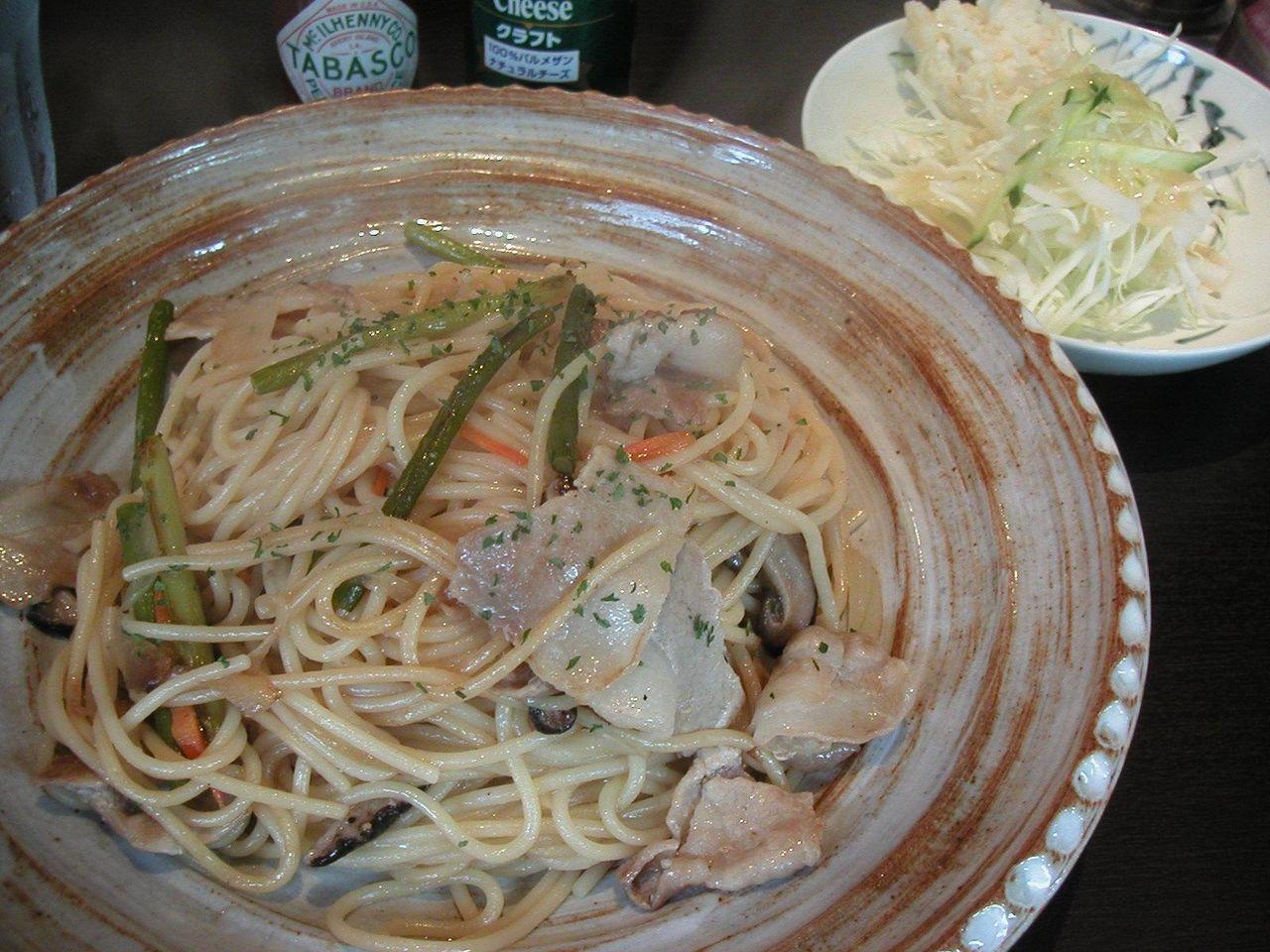 醤油スパゲッティ950円(サラダ、ドリンク、デザート付)