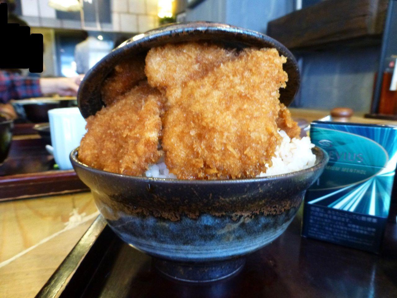 神保町の「タレカツ」で、デカ盛りソースカツ丼!