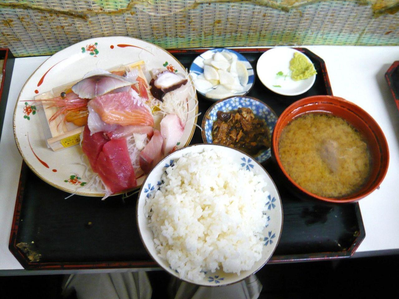 もみじやのおまかせ定食(ウニ1箱付き)1,000円