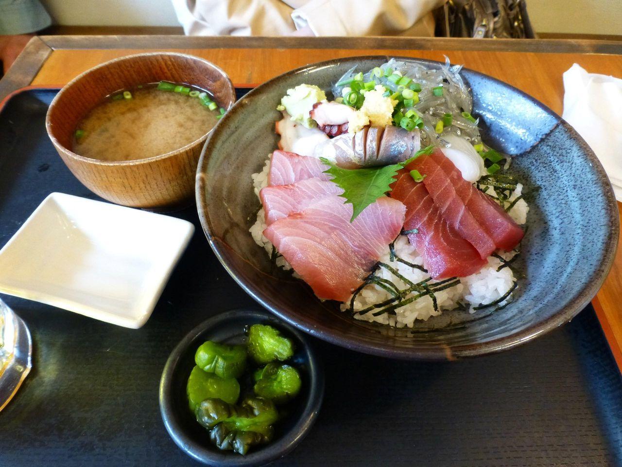 めしやっちゃんの海鮮丼980円