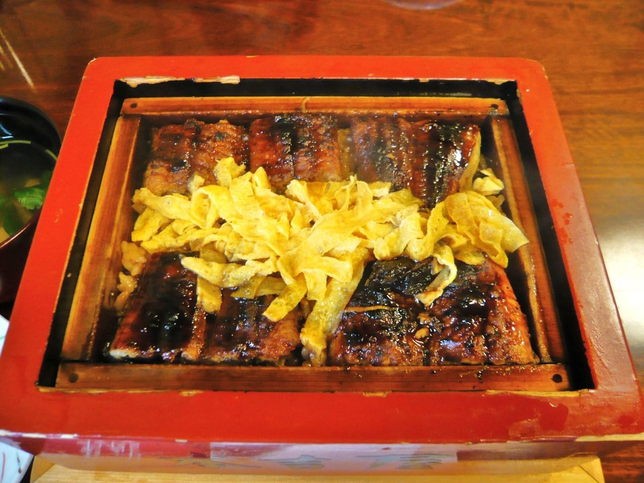 蒸し立て熱々の鰻は、見るからに美味しそう!