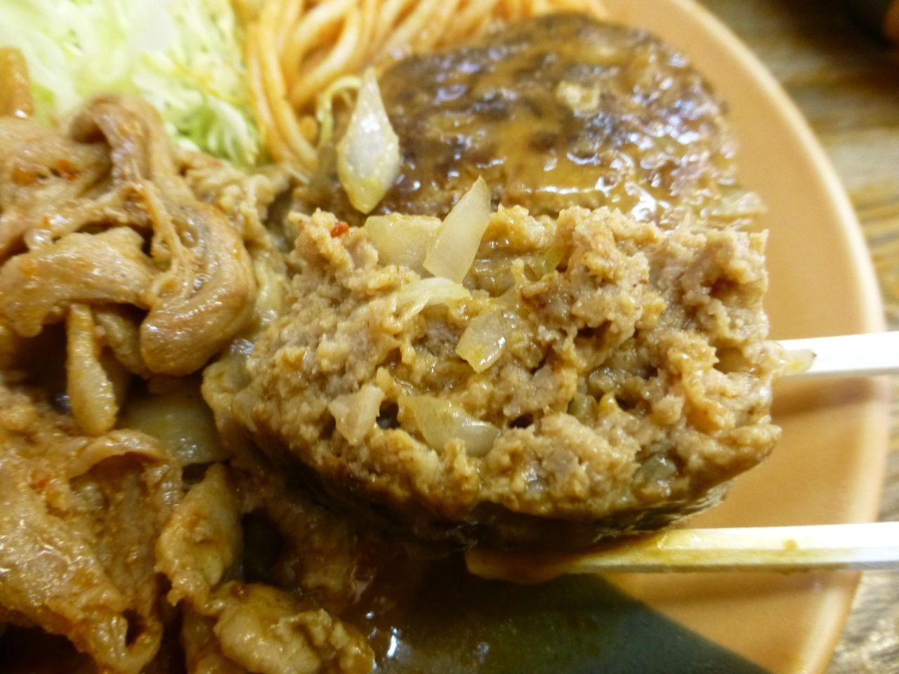 肉の食感はあまりなく、煮込みハンバーグ風の味わい!