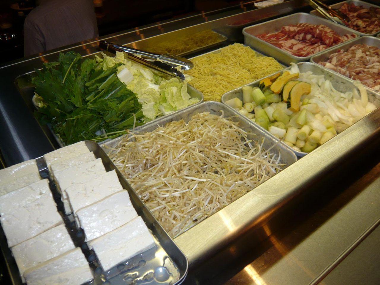野菜、豆腐、中華麺も揃っています!