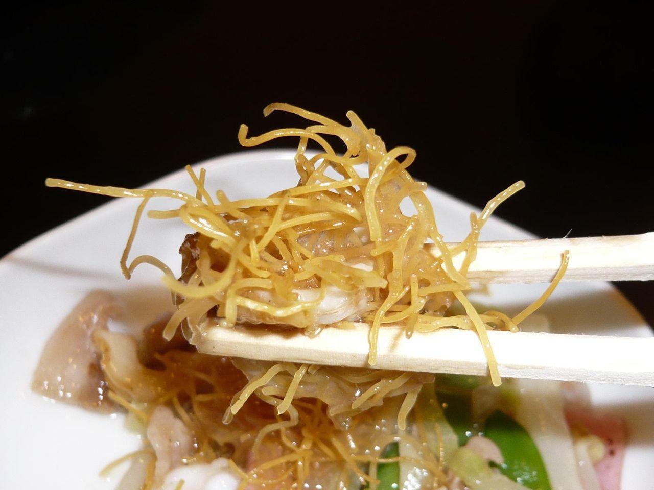 極細麺は、香ばしくパリパリの食感!