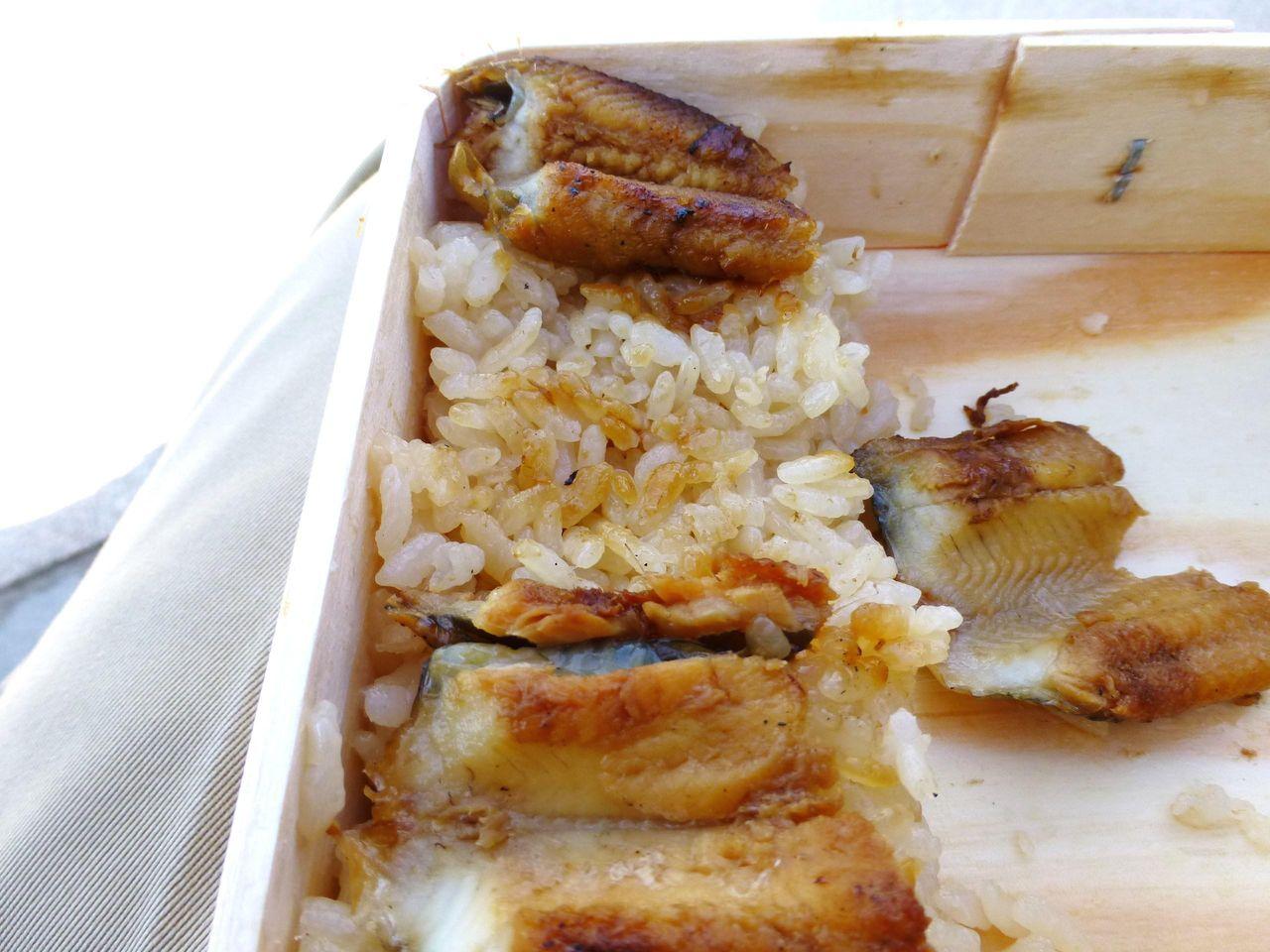 甘辛いタレで炊いたご飯がとても美味しい!