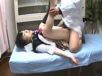 JKが悪徳医師に眠剤を注射され昏睡中出しレイプされる