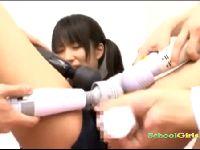 スク水女子学生が電マとバイブを当てられまくり潮吹き!