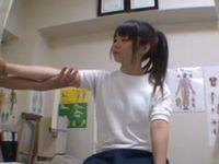 治療に来た部活女子校生を騙してセクハラ痴漢中出ししちゃう無料エロ動画