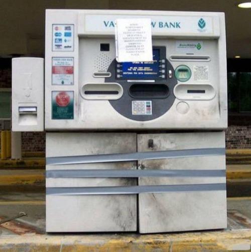 ヤバイ銀行のATMの画像(11枚目)