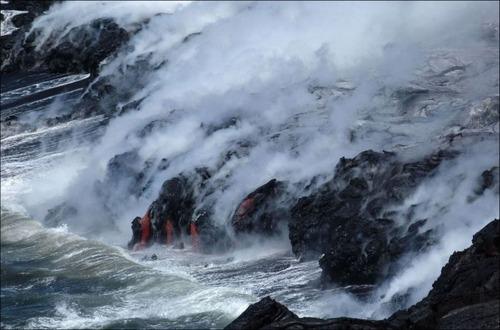 キラウエア火山から海に流込む溶岩の画像(14枚目)