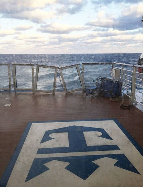 全長348mの超巨大船「アンセム・オブ・ザ・シーズ」の台風の被害が悲惨すぎる!!の画像(18枚目)