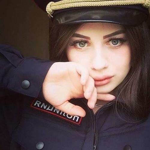 ロシアの婦警さんの画像(1枚目)