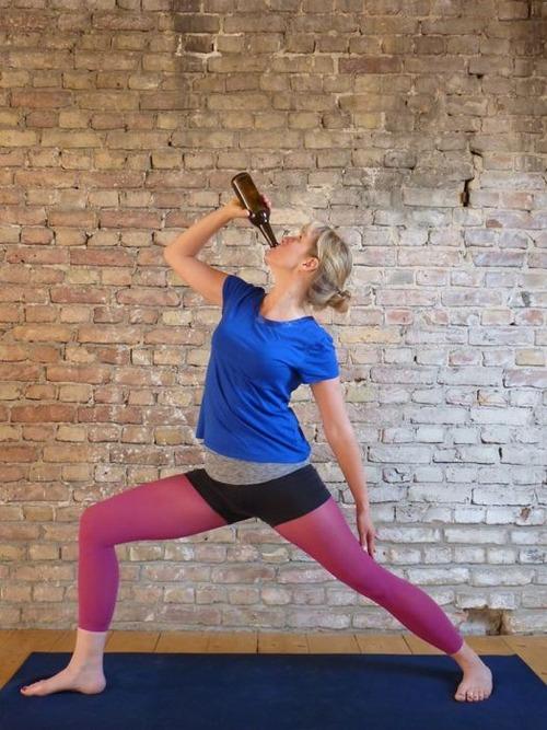 【画像】ビールを飲めるヨガがビールを崇拝する宗教みたいになっているwwwwの画像(2枚目)