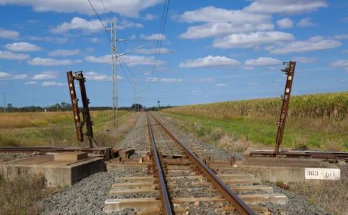 電車と電車の交差点の画像(1枚目)