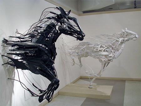 プラスチックのリサイクルで作った動物の画像(1枚目)