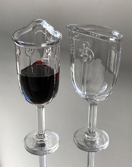 マスク型のワイングラスの画像(4枚目)