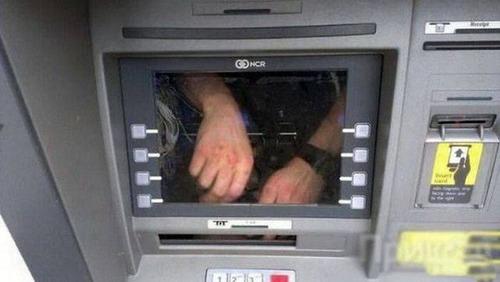 ヤバイ銀行のATMの画像(9枚目)