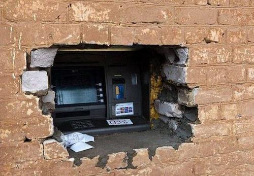 ヤバイ銀行のATMの画像(24枚目)