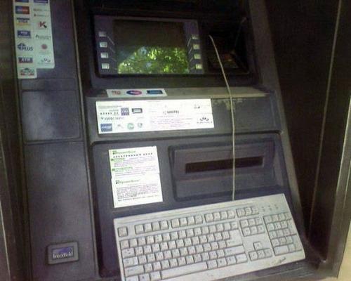 ヤバイ銀行のATMの画像(10枚目)