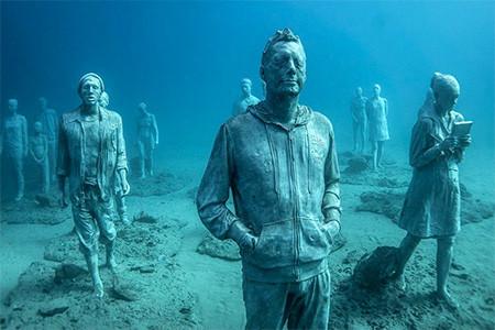 海底に沈む不気味な彫刻の画像(20枚目)