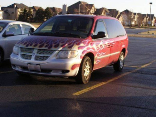 【画像】とりあえず目を引く!かっこ良かったり悪かったりする自動車のカスタム!!の画像(6枚目)