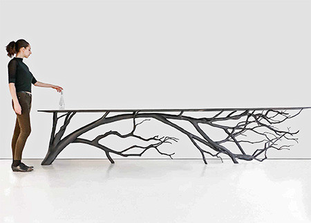 木の枝や幹がそのまま支えるテーブルの画像(5枚目)