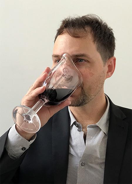 マスク型のワイングラスの画像(6枚目)