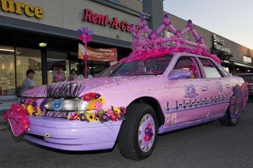 狂った感じのカスタムの自動車の画像(3枚目)