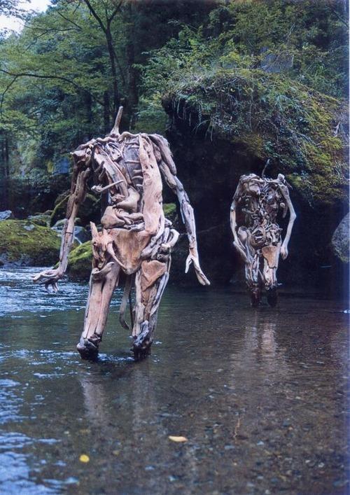 流木で作った人間のオブジェの画像(8枚目)