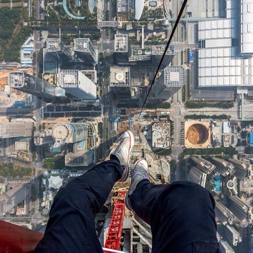 とりあえず高い所に来たので記念撮影をした写真が高すぎて本当に怖いwwの画像(10枚目)