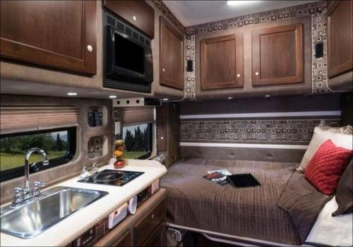アメリカの大型トラックの内装の画像(5枚目)