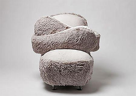 淋しい時に慰めてくれる!抱きつく椅子、ハグチェアーが優しそうwwwの画像(4枚目)