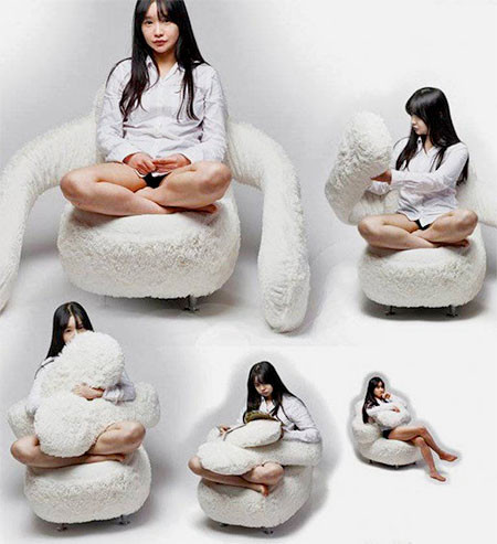 淋しい時に慰めてくれる!抱きつく椅子、ハグチェアーが優しそうwwwの画像(6枚目)
