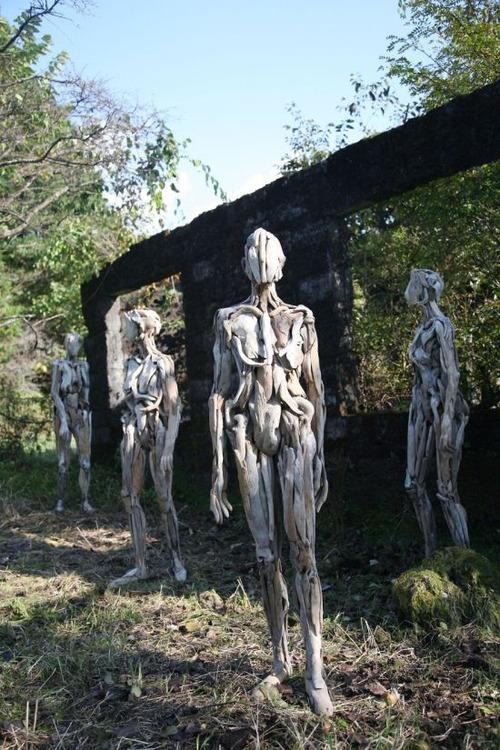 流木で作った人間のオブジェの画像(7枚目)