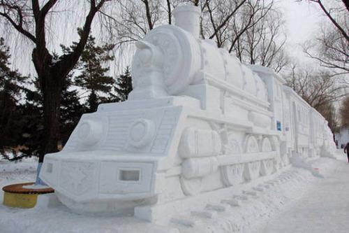 【画像】海外の雪祭りとか色々な雪像がやっぱ海外って感じで面白いwwwの画像(22枚目)