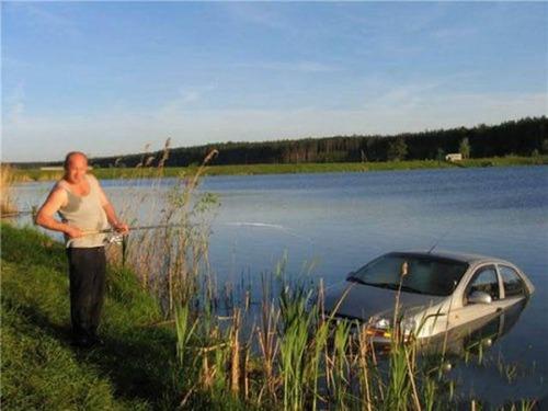 カオスなところで釣りをしている人達の画像(12枚目)