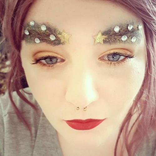 クリスマスをイメージした眉毛のメイクの画像(18枚目)