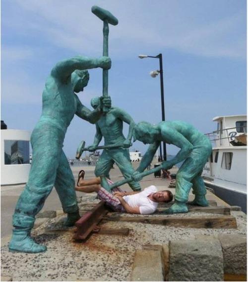 銅像との記念撮影の画像(30枚目)
