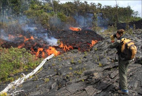 キラウエア火山から海に流込む溶岩の画像(2枚目)