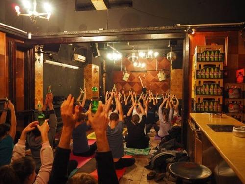 【画像】ビールを飲めるヨガがビールを崇拝する宗教みたいになっているwwwwの画像(6枚目)