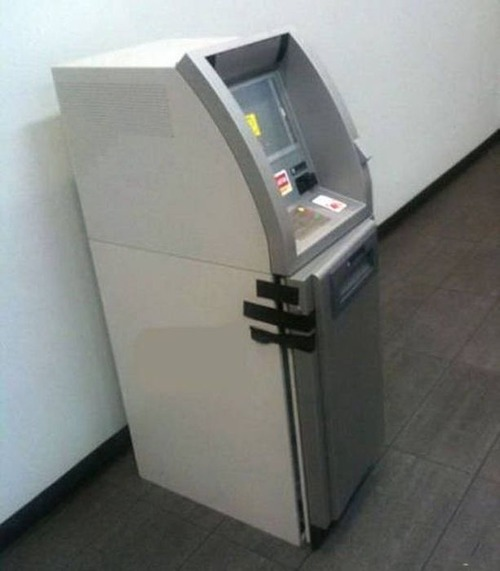 ヤバイ銀行のATMの画像(3枚目)