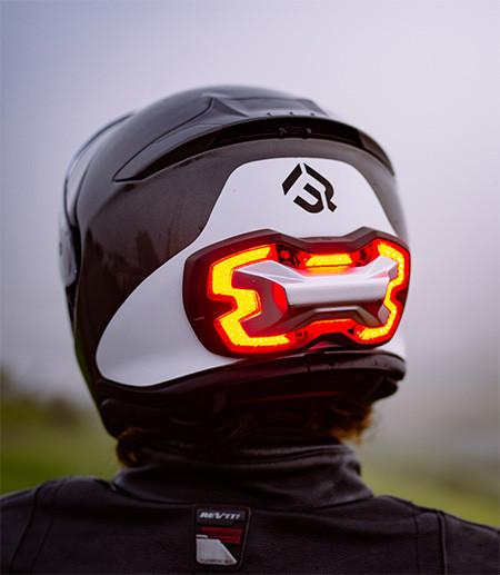 ブレーキランプ付きのヘルメット07