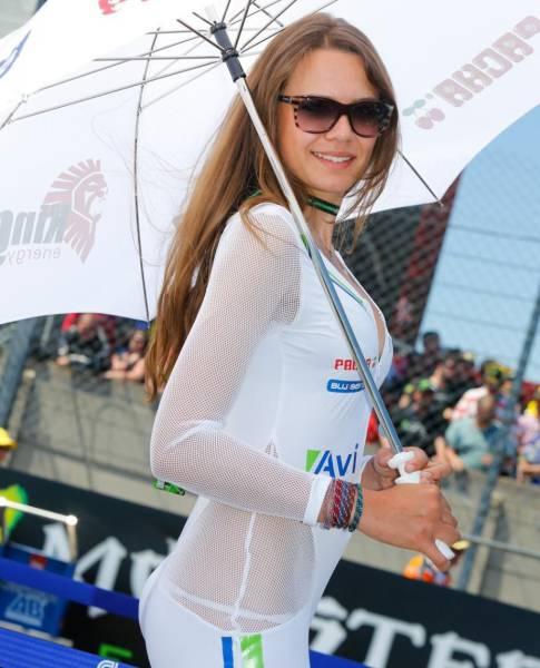 スタイル抜群!モータースポーツのコンパニオンさんの画像の数々!!の画像(24枚目)