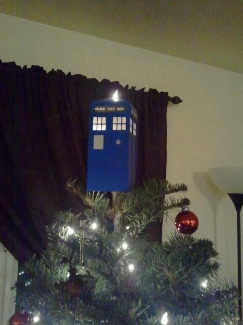 カオスなクリスマスツリーの上の飾りの画像(6枚目)